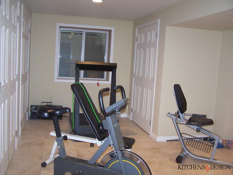 exercise room with tile flooring