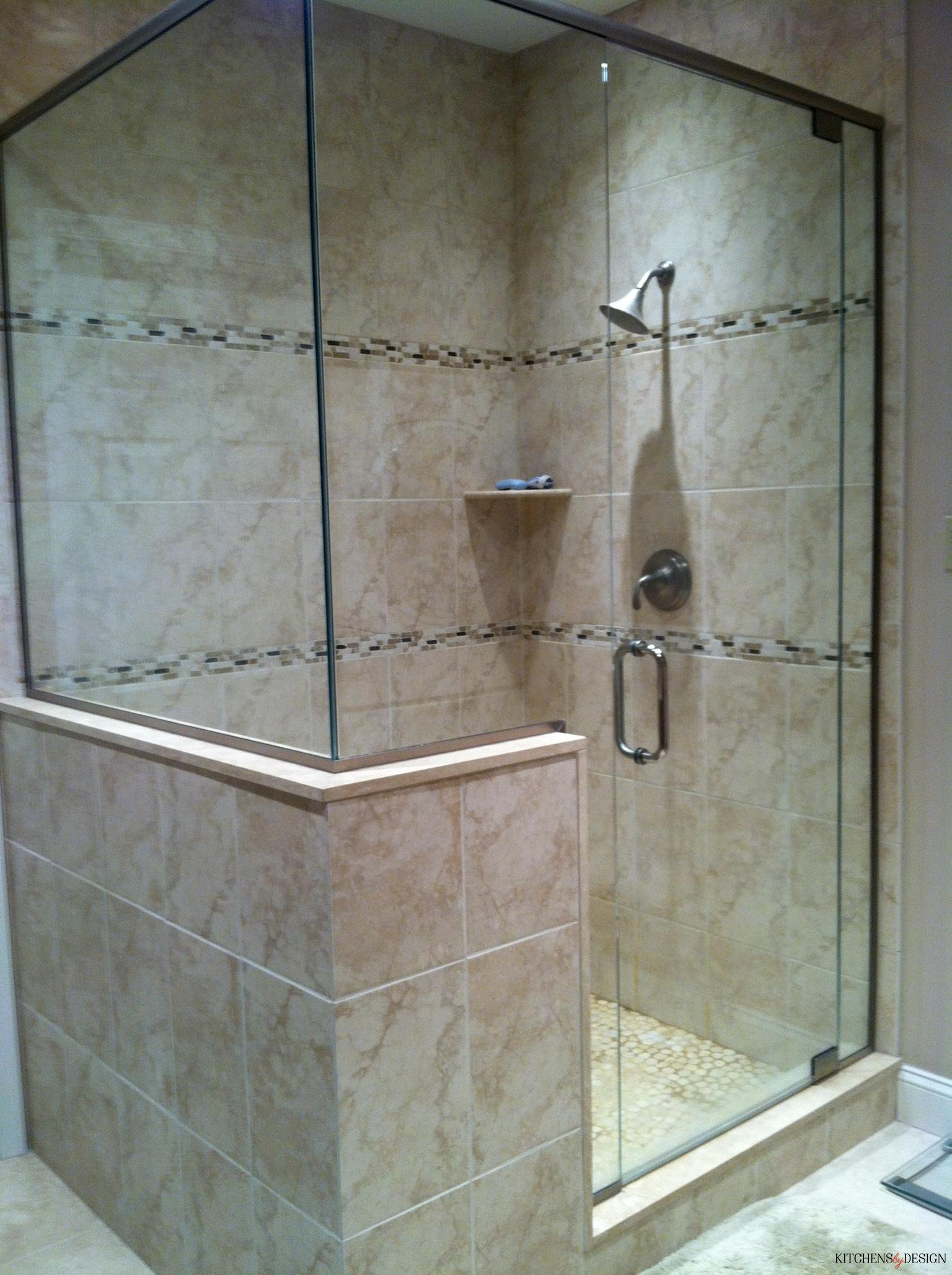 large natural-look shower with tiling touches