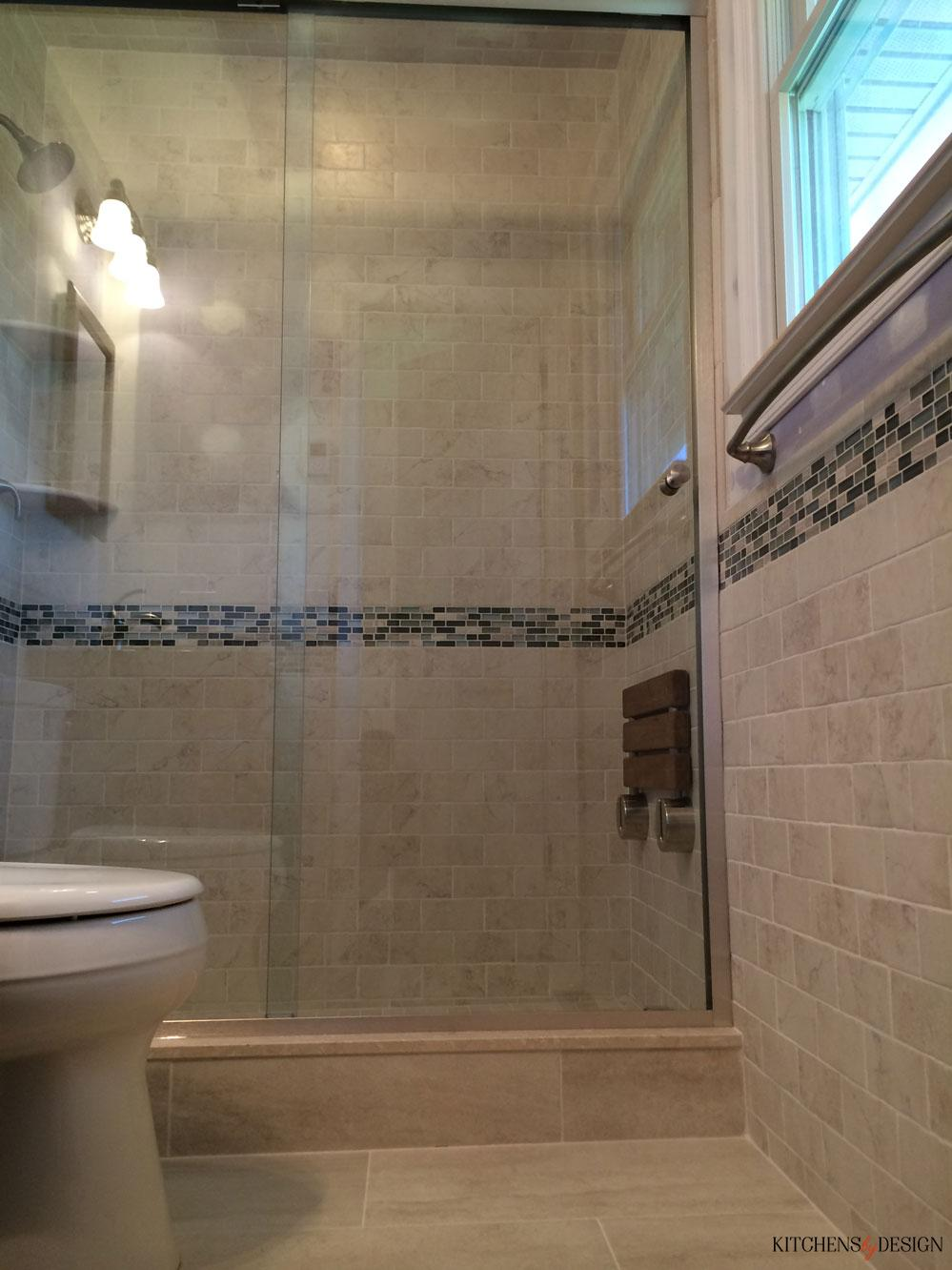 fully tiled bath with custom touches
