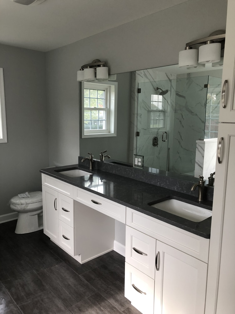 sinks with black countertop